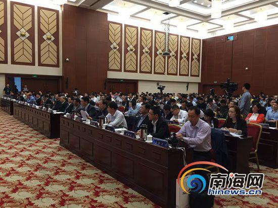 创新创业高峰论坛海口开幕 500名嘉宾共话海南机遇