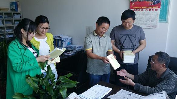 谯城财政党员阅读书籍人手一套