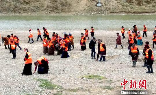 青海果洛黄河源头七成贫困户当上生态管护员