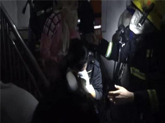 你的生命_我来守护_――潮州潮安一住宅发生火灾_消防及时抢救疏散50余人